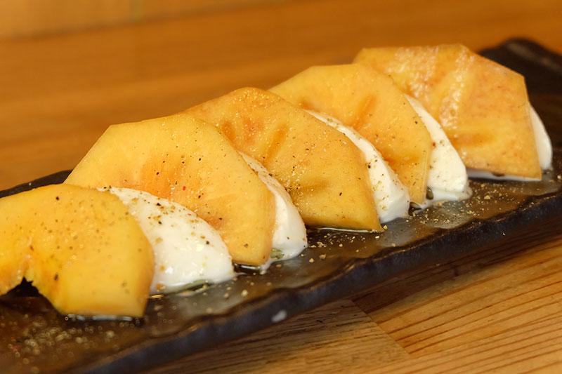 高島産の柿と洛恵舎のモッツアレラチーズ